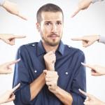 <b>Jak Przestać Przejmować Się Opinią Innych: 12 Gotowych Odpowiedzi Na Trudne i Krępujące Pytania</b>