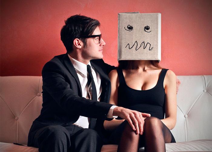 jak zachowywać się na pierwszej randce - czego nie robić na pierwszej randce - zasady