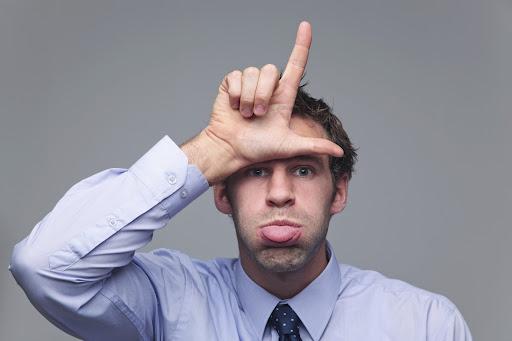 jak reagować na agresję słowną