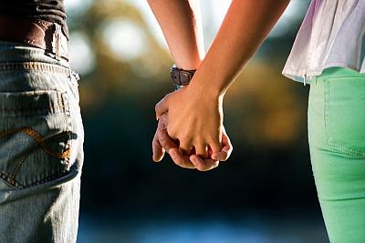 jak sprawdzić czy dziewczynie zależy i czy mnie kocha