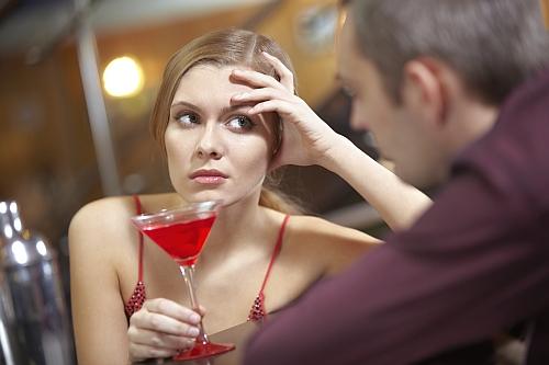 dlaczego ładne dziewczyny są zajęte z idiotami - dlaczego faceci to idioci