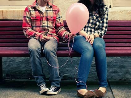 oznaki kobiecego zainteresowania - dziewczyna nie jest gotowa na związek