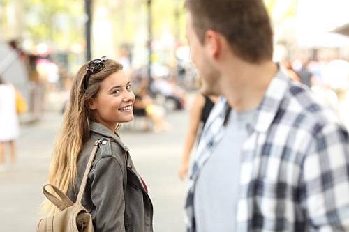 jak i o czym rozmawiać i prowadzić rozmowę z dziewczyną