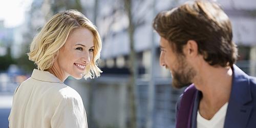 jak i o czym rozmawiać z dziewczyną - jak prowadzić rozmowę z dziewczyną