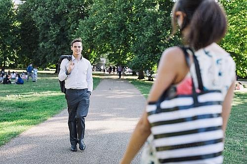 jak zagadać do dziewczyny na spacerze