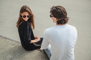 jak rozmawiać z kobietą o uczuciach - prowadź spotkania