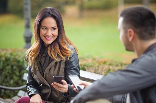 ciekawe tematy do rozmowy z dziewczyną - jak dziewczyny sprawdzają chłopaków